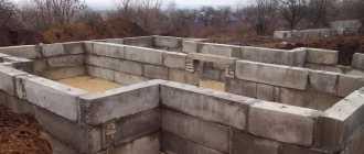 Технические характеристики фундаментных стеновых блоков: Преимущества и недостатки — Цена +Фото